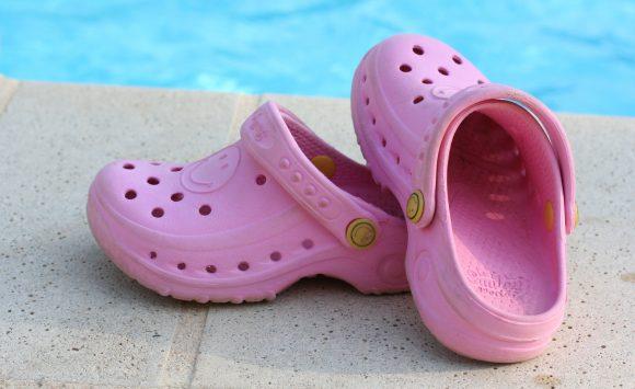 Porter des crocs augmente le risque de tendinite