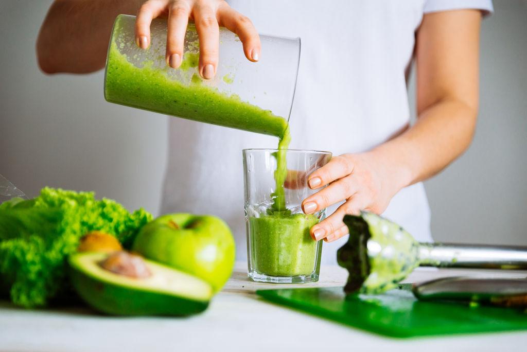 Smoothie, eau détox, jus de légumes : quelle boisson healthy choisir ?